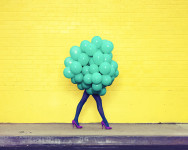 Ramona Rosales. Je Ne Suis Pas Seul Sans Toi (Green Balloons), 2013.