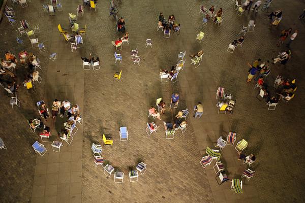 Maider López. 366 sillas, 2007.