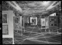 """Exposición """"First Papers of Surrealism"""" organizada por André Bretón."""