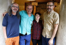 Roc Parés, Antoni Abad y Mery Cuesta junto al director de l'Institut Ramon Llull, Manuel Forcano.