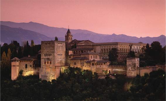 La Alhambra como fondo