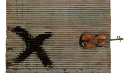 Antoni Tàpies, Porta metàl·lica i violí