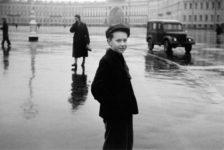 Duane Michals, Boy in Leningrad, 1958. Cortesía de DC Moore Gallery, Nueva York