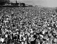 Weegee, Playa de Coney Island. ©Weegee, International Center of Photography. Cortesía Colección M.+M. Auer