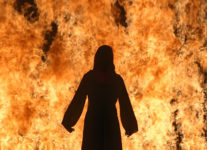 Bill Viola, Fire Woman, 2005. © Kira Peroy, cortesía de Bill Viola Studio