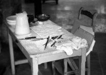 Mesa de trabajo de Pablo Picasso en Notre-Dame-de Vie. © Roberto Otero, cortesía de Museo Picasso Málaga