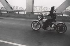 Danny Lyon, Crossing the Ohio River, Louisville, 1966.